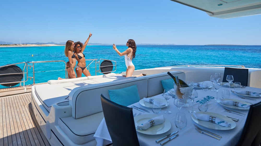 Kroatien-Motoryacht-Charter-Yacht-Mieten-Luxus_2