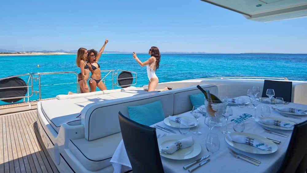 2-4-3_Türkei-Motoryacht-Charter-Mieten-Luxus_4