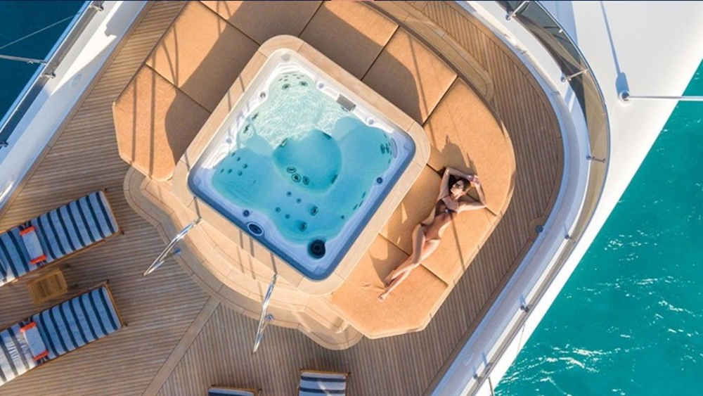 4-1-3_Karibik-Motoryacht-Charter-Mieten-Luxus_3