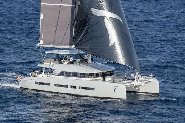 32_Lagoon-77-Luxus-Katamaran-Charter-Mieten_05