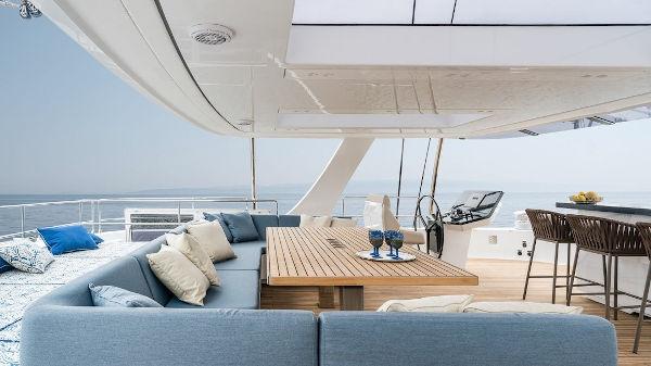 42_Sunreef-80-Luxus-Katamaran-Charter-Mieten_04