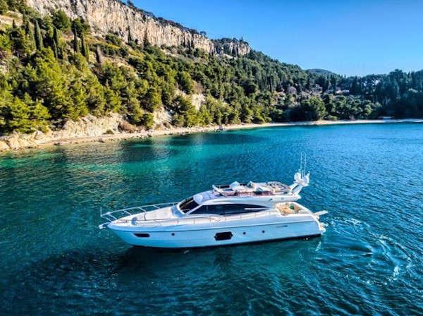 001-Luxus-Motoryacht-Charter-Mieten_05