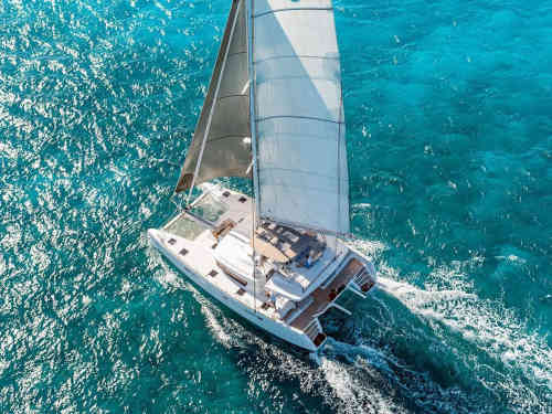 100_Luxus-Katamaran-Lagoon-560-Charter-Mieten_04
