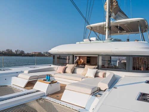 100_Luxus-Katamaran-Lagoon-50-Charter-Mieten_06
