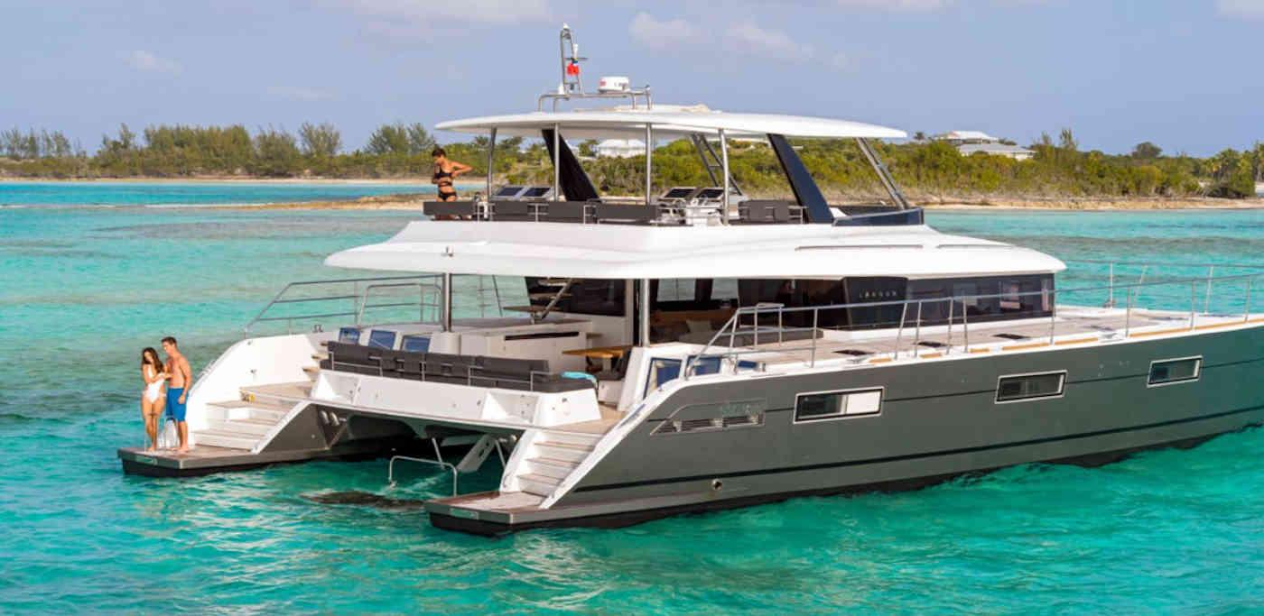 37_Lagoon-630-Power-Motor-Katamaran-Mieten-Charter_00
