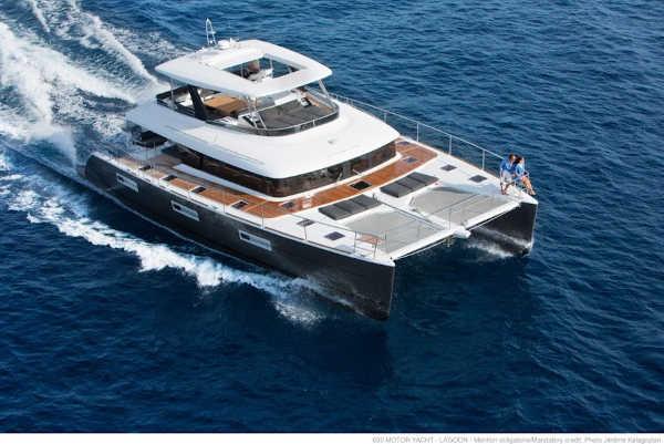 37_Lagoon-630-Power-Motor-Katamaran-Mieten-Charter_03