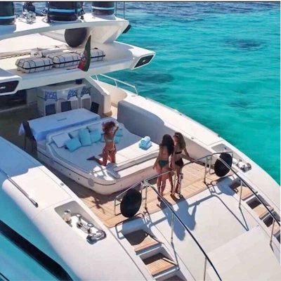 4-1-3_Karibik-Motoryacht-Charter-Mieten-Luxus_2